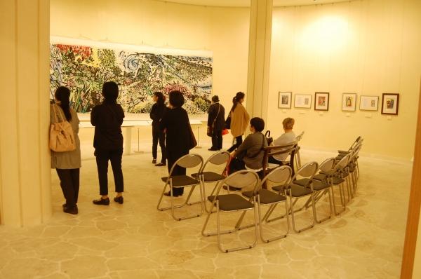 [ようこそ美術館へ]豊見城市ウージ染め協同組合のみなさん。「…